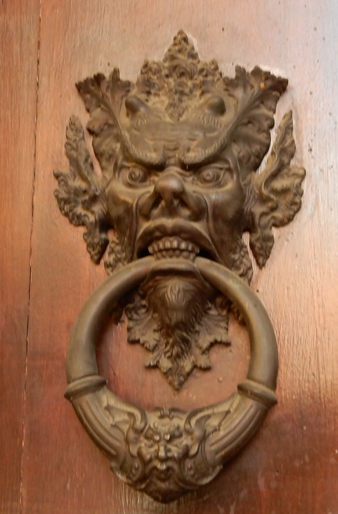 Toothy Knocker
