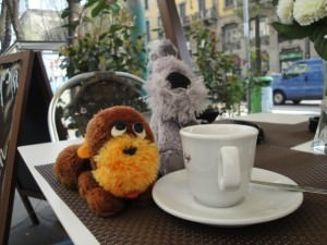 Burt & Muggins enjoy coffee